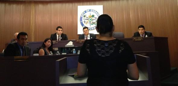 Residente de Cudahy se pronuncia en contra de la corrupción en la ciudad