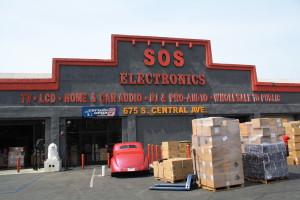 Almacén de electrodomésticos atiende a los clientes los siete días a la semana.