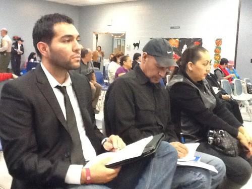El alcalde de Cudahy, Chris Garcia (extremo izquierdo) dijo sentirse reivindicado por la auditoría que hizo la contraloría de California sobre las finanzas de la ciudad. Foto: Latinocalifornia.com