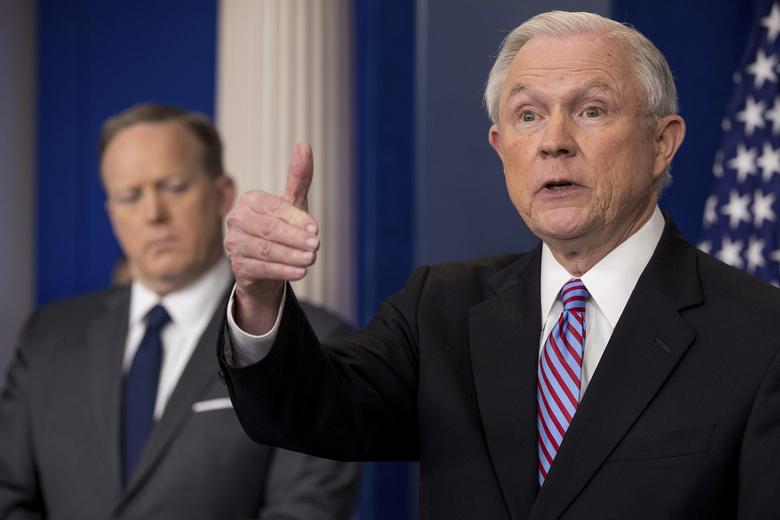 """Jeff Sessions, Procurador General de Justicia de Estados Unidos, reapareció el lunes 27 de marzo para atacar a las """"ciudades santuario"""" durante una conferencia de prensa en la Casa Blanca. Foto: Tomada de internet."""