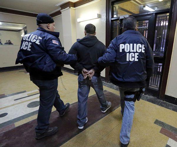 La presencia de agentes de ICE en los juzgados de Estados Unidos ha provocado rechazo a lo largo del país. El arresto de inmigrantes en esos lugares empieza a inhibir a víctimas de delitos. Foto: Tomada de internet.