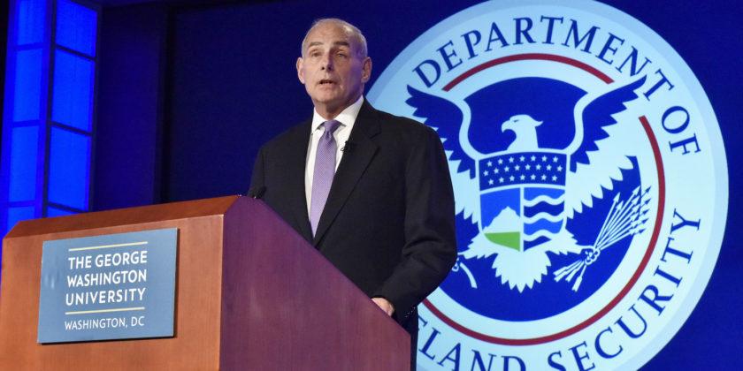 John Kelly, secretario del Departamento de Seguridad Nacional, durante un discurso en la Universidad George Washington. Foto: Tomada de internet.