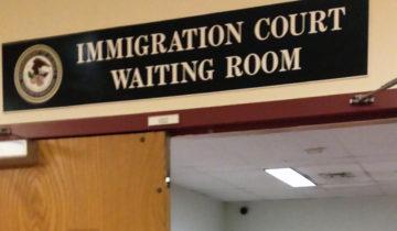 Las salas de espera de las cortes de inmigración se han convertido en el nuevo escenario de los arrestos de inmigrantes por parte de ICE. Foto: Tomada de internet.
