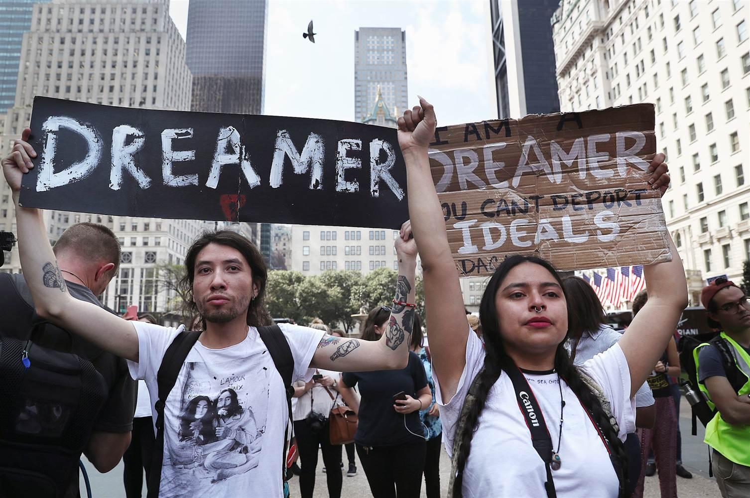 Los soñadores se manifiestan en favor de DACA. Tras la eliminación del programa, se reorganizan para continuar su lucha. Foto: Tomada de internet.