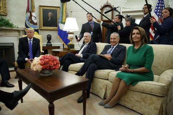 Trump con Mitch McConnell, Chuck Schumer y Nancy Pelosi. Foto: Facebook.