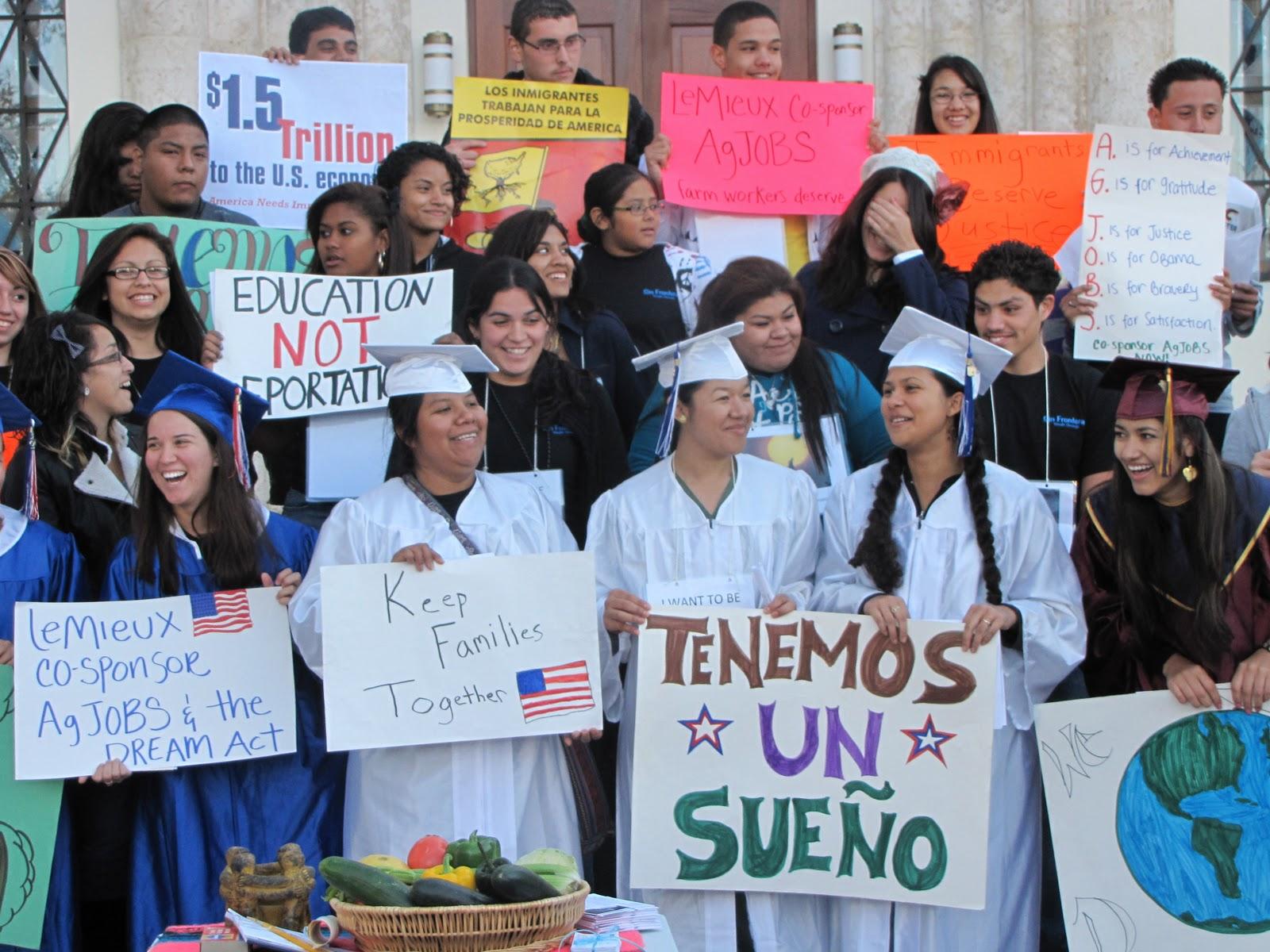 Jóvenes Dreamers realizan una protesta tras la eliminación de DACA por parte de Donald Trump. Foto: Tomada de internet.