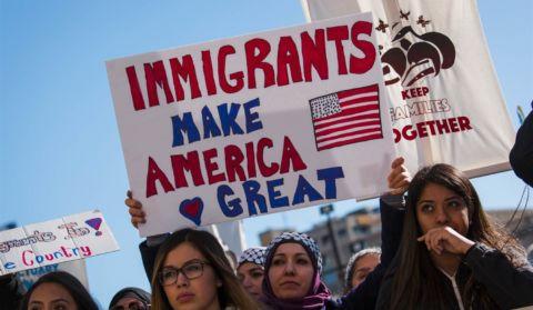 La presencia de los inmigrantes en Estados Unidos es innegable, y sus contribuciones al engrandecimiento de esta nación son irrefutables. Foto: Tomada de internet.