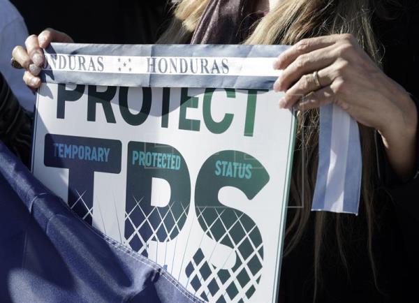 La cancelación definitiva del Estatus de Protección Temporal (TPS) para la comunidad hondureña es el más reciente golpe del gobierno de Donald Trump a los inmigrantes centroamericanos. Foto: Tomada de internet.