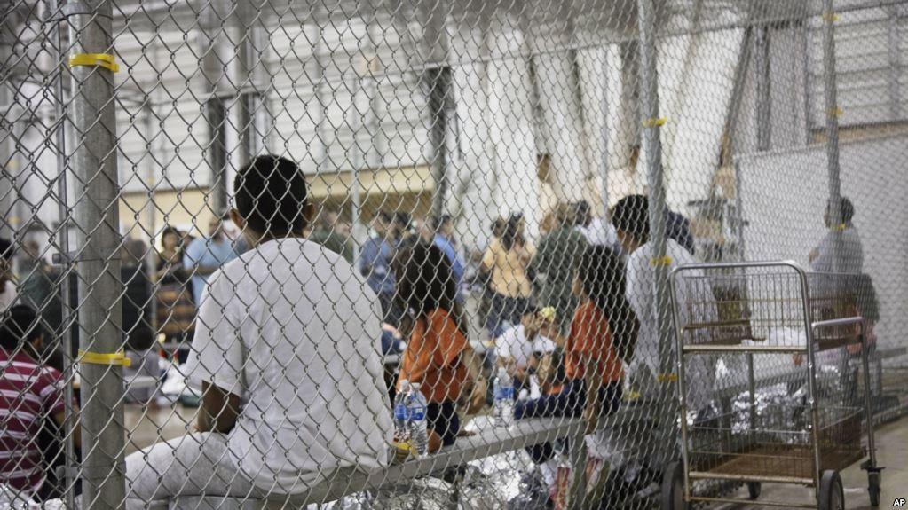 La crisis generada por la detención de menores separados de sus padres en la frontera y enviados a centros de detención está lejos de terminar. Foto: Tomada de internet