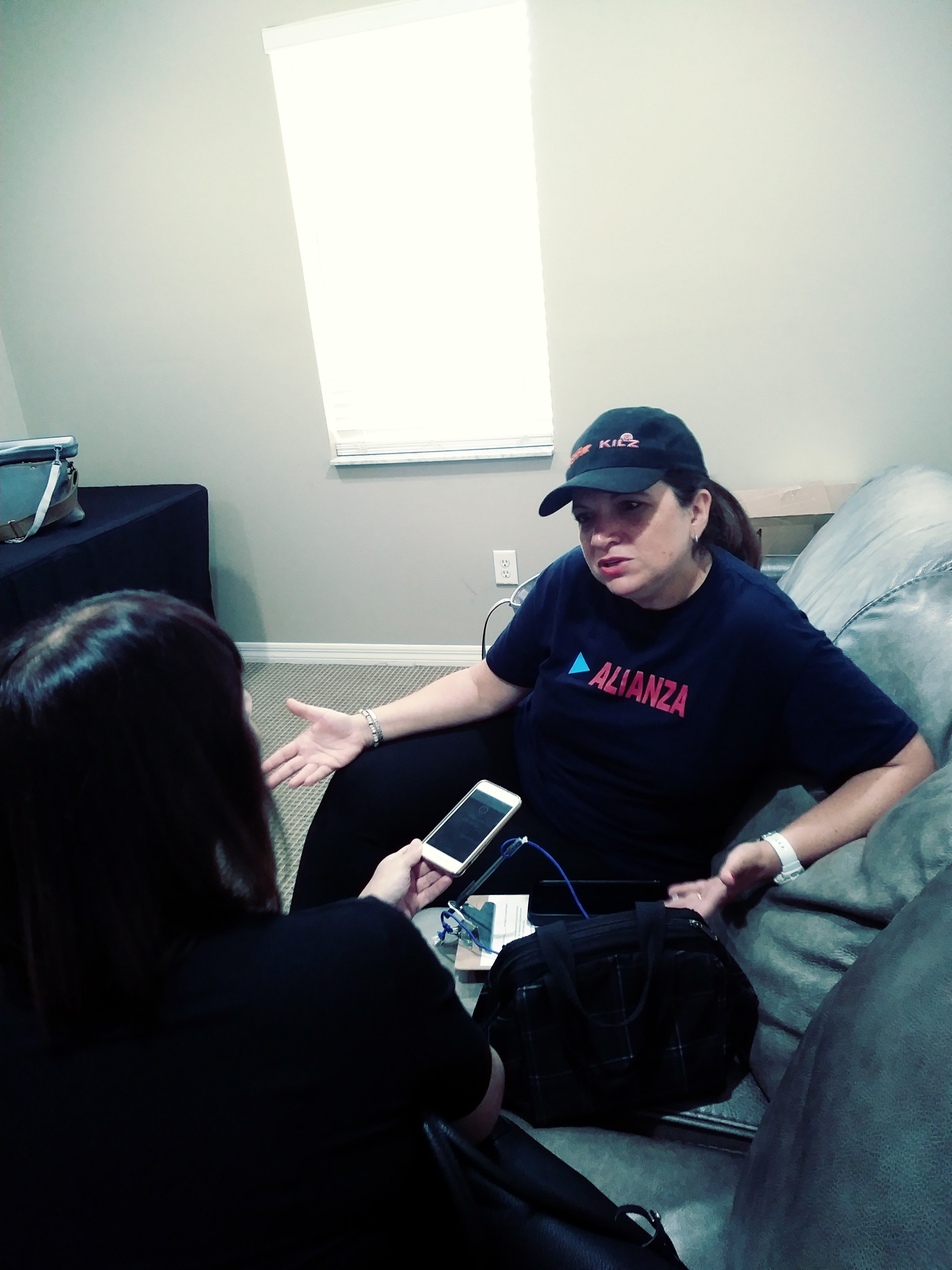 La inmigrante venezolana María García participa en la campaña Respeta Mi Gente, que busca registrar y movilizar votantes de la Florida Central.