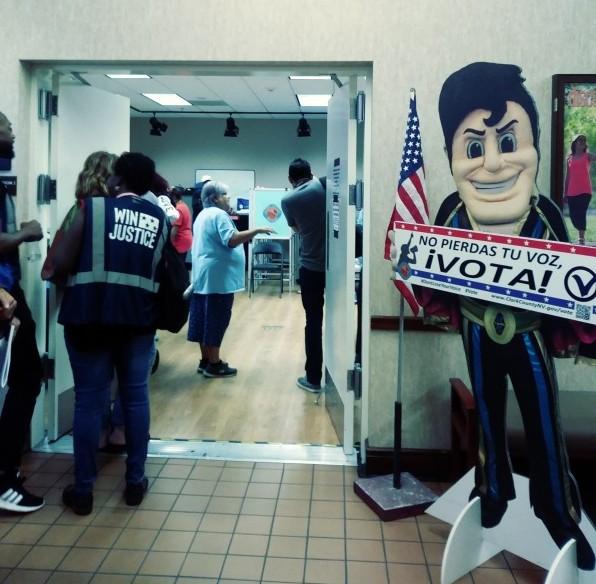 """El idioma español, presente en las elecciones adelantadas en Nevada para convencer a los latinos de ejercer este derecho. Foto: David Torres/America""""s Voice."""