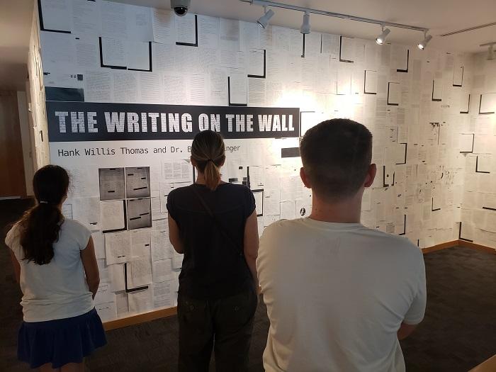 """""""The Writing on the Wall', en el Museo de Arte Frost-FIU. Foto: José Limea."""