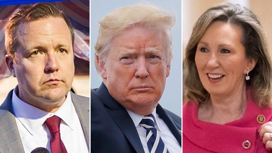 Los republicanos Corey Stewart (izq.) y Barbara Comstock (der.) siguieron el guión político-electoral del presidente Trump (centro) del racismo y la xenofobia en sus respectivas contiendas en Virginia. Ambos perdieron de manera contundente. Foto: Tomada de internet.