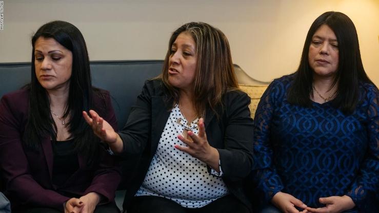 Sandra Díaz (izq.), Victorina Morales y Margarita Cruz son algunas de las empleadas que trabajaron en empresas de Trump sin documentos. Han empezado a revelar los maltratos que recibían por su condición de indocumentadas. Foto: Tomada de internet.