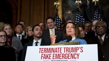 Nancy Pelosi, presidenta de la Cámara de Representantes de EEUU, durante el anuncio de la resolución aprobada para bloquear la declaración de estado de emergencia de Trump. Foto: Tomada de internet.