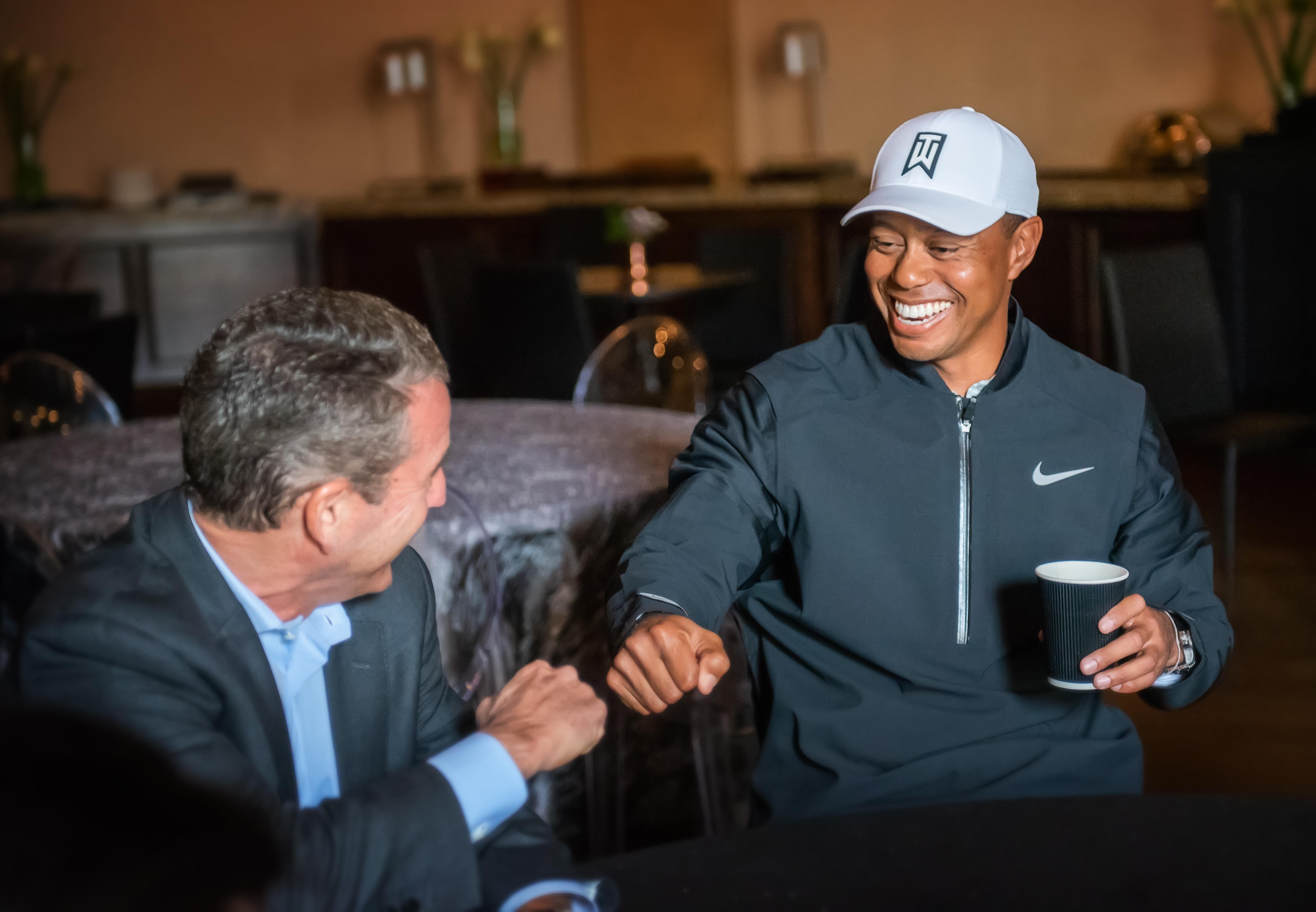 Doug Kimmelman, presidente de la Kimmelman Family Foundation y el campeón de tenis, Tiger Woods. Foto: Jay Andino.