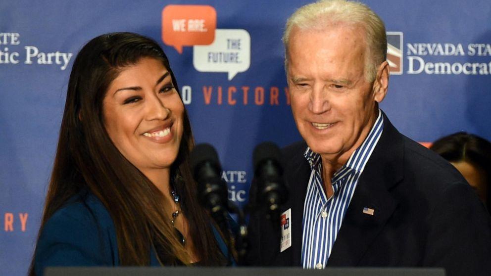 Lucy Flores y Joe Biden. Foto tomada de Internet.