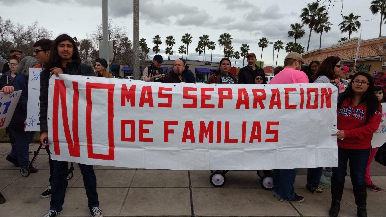 """Un grupo de manifestantes protesta contra la política de """"cero tolerancia"""" en la frontera, que ha separado a miles de familias en Estados Unidos. Foto: Tomada de internet."""