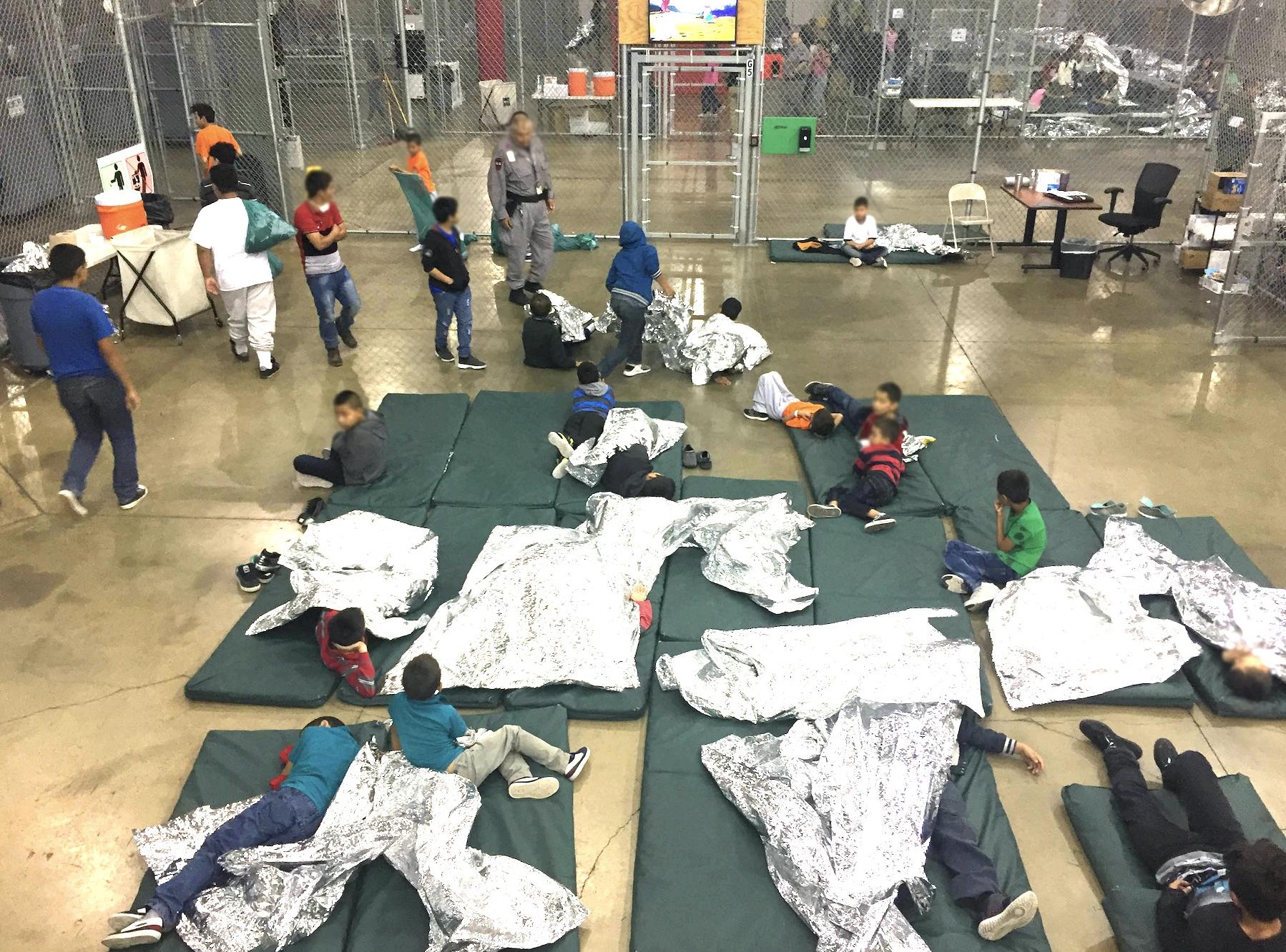 El encierro de menores migrantes separados de sus familias ha sido una práctica ejercida por el actual gobierno de Estados Unidos. Foto: tomada de internet.