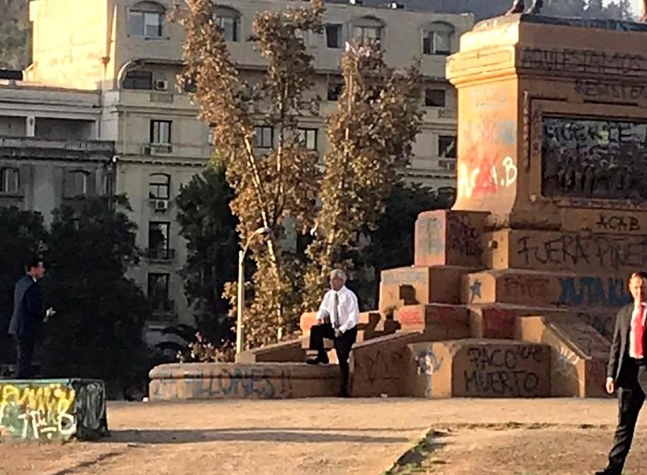 Piñera en la Plaza de la Dignidad. Foto: Internet.