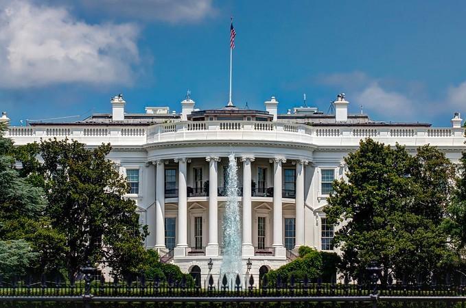 El coronavirus ha entrado en la Casa Blanca con al menos dos infectados, según información oficial. La esposa de Stephen Miller, uno de los más cercanos asesores del presidente Donald Trump, es uno de los casos. Foto: Tomada de internet.